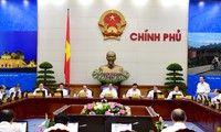 越南政府举行八月工作例会