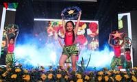 越南有关部门为环境特殊儿童欢度中秋节举行一系列活动