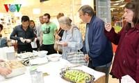 旅捷越南人参加捷克首次举办的多元文化节
