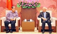 越南国会副主席汪朱刘会见印度尼西亚人民协商会议法律分析机构代表团