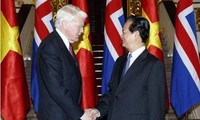 越南政府总理阮晋勇会见冰岛总统格里姆松