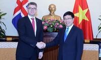 越南政府副总理兼外长范平明会见冰岛外交与外贸部长及比利时参议院议长