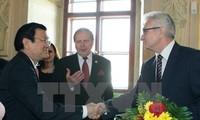 越南国家主席张晋创会见捷克议会参议院主席米兰•什捷赫