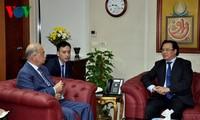 越共中央委员、中央对外部部长黄平君会见埃及总理谢里夫•伊斯梅尔