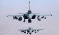 """法国总统奥朗德指示加强空袭伊拉克及叙利亚境内的 """"伊斯兰国""""组织"""