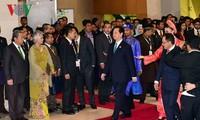 越南政府总理阮晋勇出席第27届东盟峰会开幕式和全体会议