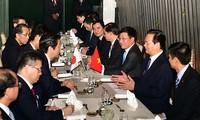阮晋勇总理会见日本首相安倍晋三