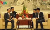 越南最高人民检察院检察长阮和平与中国最高人民检察院检察长曹建明举行会谈