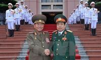 越南国防部长与朝鲜人民武力部长朴永植举行会谈