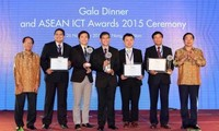 2015年东盟信息与通信技术奖颁奖仪式和相关协议备忘录签字仪式举行