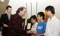 澳大利亚政府向越南少数民族和残疾学生颁发奖学金