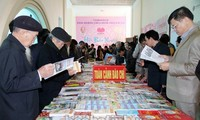 河内新闻工作者协会举行2016年春节特刊展