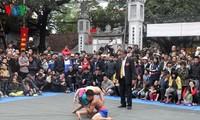 初春看梅洞村摔跤比赛