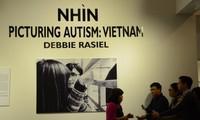关于越南和世界上自闭症患者的图片展在河内举行