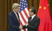 中美外长讨论多项共同关心的问题