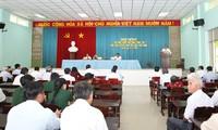 越南政府副总理张和平与隆安省选民接触