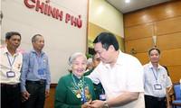越南政府副总理王庭惠会见多农省为国立功者代表团