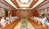 阮富仲与芹苴市市委常委会举行工作座谈会