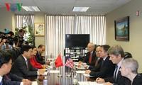越南政府副总理兼外长范平明会见美国副国务卿布林肯