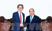阮春福会见瑞典驻越大使豪格伯格
