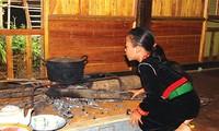 克姆族日常生活中的灶塘