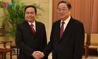 越南祖国阵线副主席兼秘书长陈青敏会见中国全国政协主席俞正声