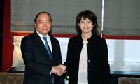 阮春福出席世界经济论坛年会对话会
