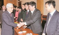 阮富仲向党中央办公厅干部职工致以新年祝福