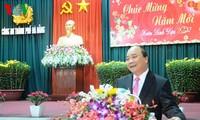 阮春福向岘港市市委、市政府、武装力量和全市人民拜年