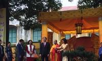 陈大光出席在升龙皇城举行的上香仪式