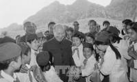 已故总书记长征——越南革命的优秀理论家、杰出领导者和伟大人格化身