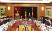 阮富仲与中央经济部举行工作座谈