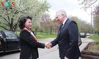 阮氏金银会见匈牙利国会领导人并看望越南驻匈大使馆工作人员