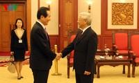 越共中央总书记阮富仲会见韩国国会议长丁世均