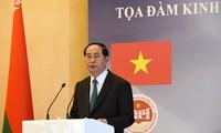 陈大光与卢卡申科主持越白经济座谈会