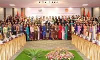 越南和老挝女国会代表团与广南省领导人座谈