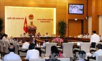 第十四届国会常委会第十三次会议向两项法律草案提供意见