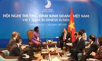 阮春福会见世行分管东亚太平洋地区的副行长和世界经济论坛执行董事