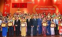 越南全国各地举行教师节纪念活动