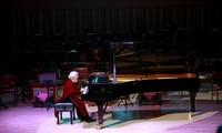 越南人民教师、优秀钢琴家蔡氏莲