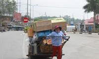 Van Kieu women make a living