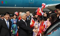 Party leader Nguyen Phu Trong meets Vietnamese Embassy staff and OVs in Japan