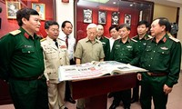 Party General Secretary Nguyen Phu Trong visits People's Army newspaper
