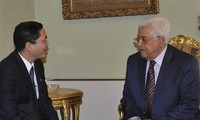 Vietnam, Palestine support resolving disputes by peaceful means