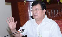 Deputy Prime Minister Trinh Dinh Dung works with the Ministry of Transport