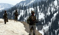 Pakistan offers India to negotiate over Kashmir issue