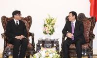 Deputy Prime Minister Vuong Dinh Hue receives Thai Ambassador Manopchai Vongphakdi