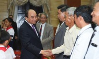 Prime Minister meets overseas Vietnamese in Cambodia