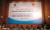 Melakukan dialog politik tentang kesetaraan gender