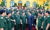 Presiden Truong Tan Sang melakukan pertemuan dengan para pejabat dan dosen tipikal Akademi Logistik